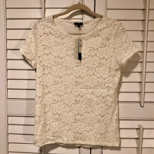 🎁NWT Talbots cream colored lace top w/lining.